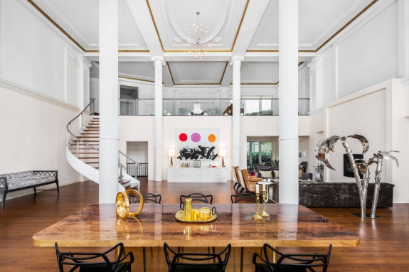 Photo via The Andrew Azoulay Team/Douglas Elliman Real Estate